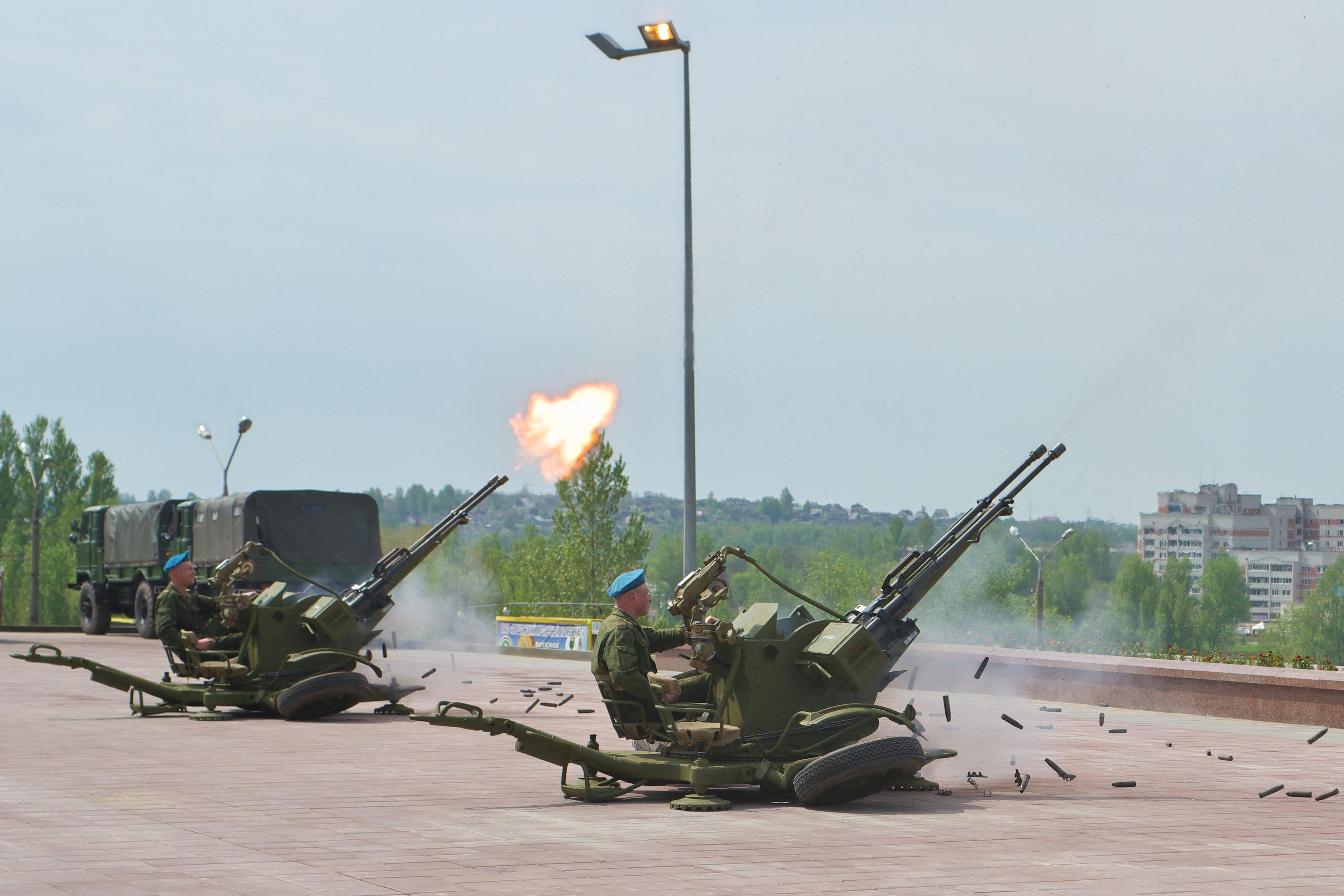 ЗУ-23-2 ведет огонь