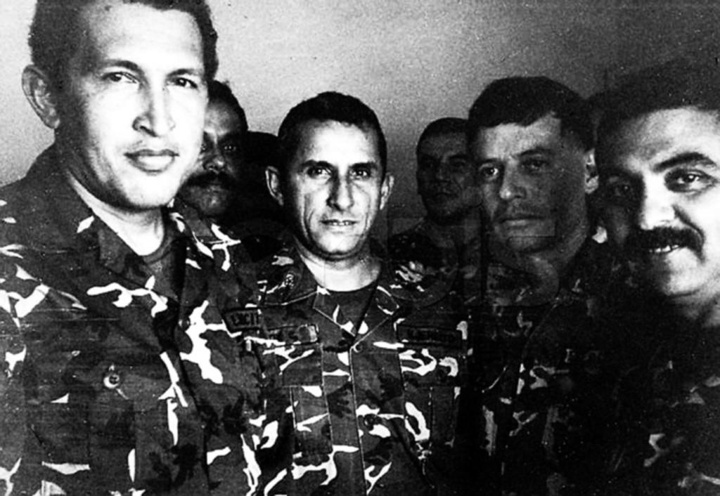 Los tenientes coroneles Hugo Chávez Frías, Yoel Acosta Chirinos, Francisco Arias Cárdenas, Líderes del intento de golpe de Estado de 1992.