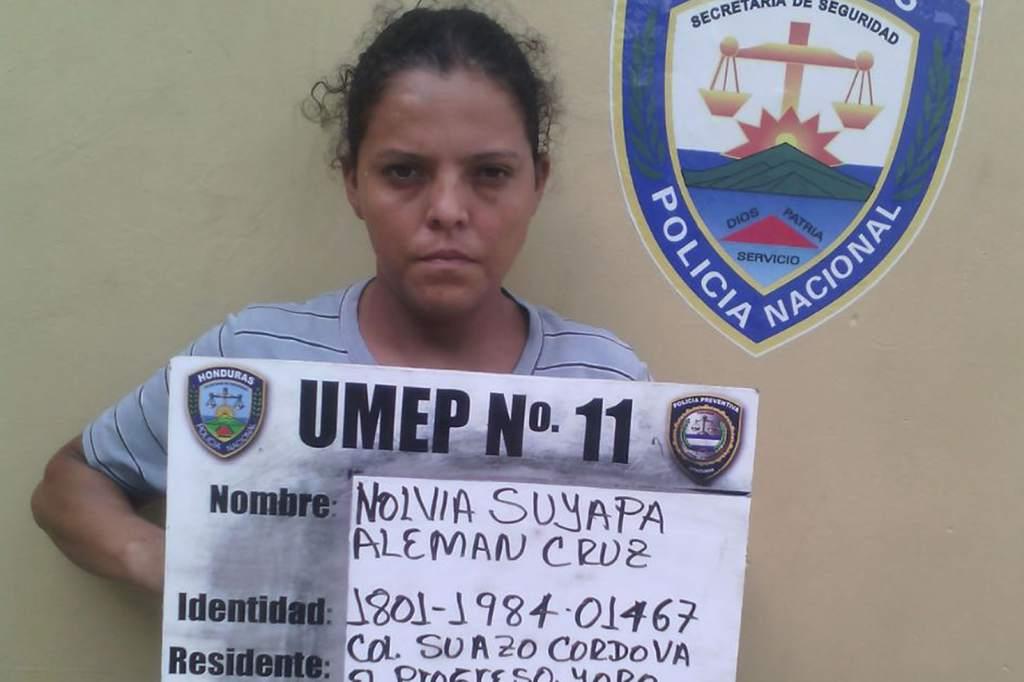 Nolvia Suyapa Alemán Cruz detenida y puesta a la orden de los tribunales por suponerla responsable de infanticidio, ya que abortó a su hijo hace unas semanas. Fuente: http://www.laprensa.hn/sucesos/845252-410/capturan-a-hondure%C3%B1a-por-practicarse-un-aborto