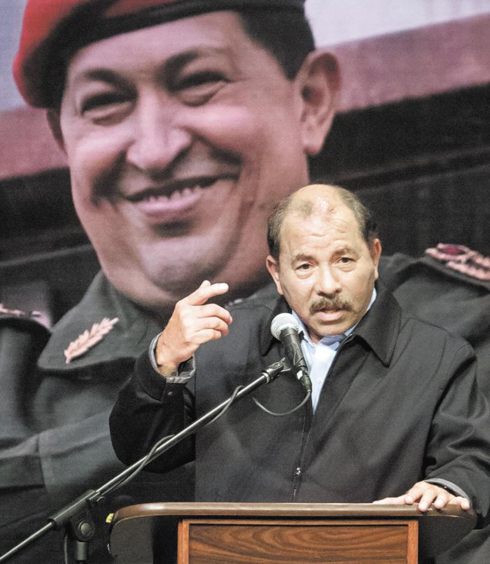 """CAR01. CARACAS (VENEZUELA), 05/03/2016.- El presidente de Nicaragua, Daniel Morales, pronuncia un discurso durante los actos de conmemoraciÛn de los tres aÒos del fallecimiento del exmandatario venezolano Hugo Ch·vez hoy, s·bado 5 de marzo del 2016 en Caracas (Venezuela). Los diez dÌas de homenajes al hace tres aÒos fallecido presidente Hugo Ch·vez comenzaron hoy con el encendido de la llamada """"antorcha de la llamarada"""" ante su tumba y la llegada a Caracas de los presidentes de Bolivia, Evo Morales, Nicaragua, Daniel Ortega, y El Salvador, Salvador SanchÈz CerÈn. EFE/MIGUEL GUTI…RREZ"""