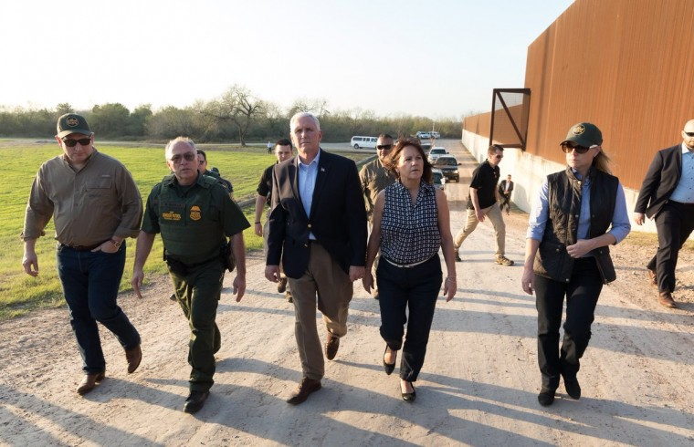 mike-pence-frontera-