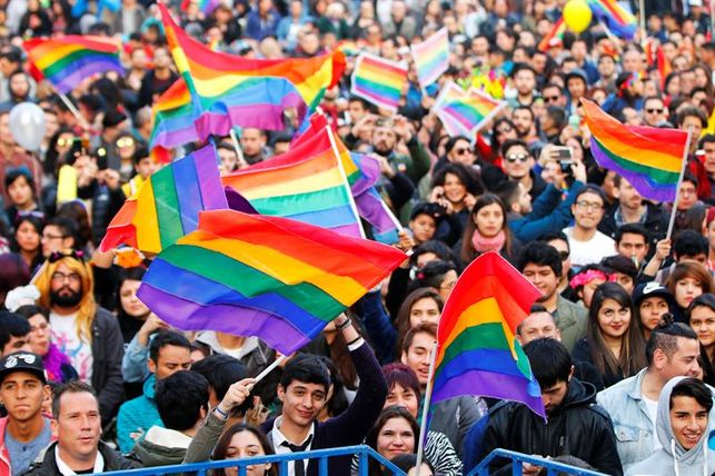 personas-Chile-Dia-Orgullo-Gay_EDIIMA20160626_0001_18