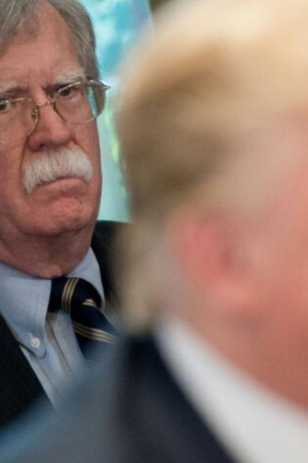 El borrador del libro de Bolton sacude el juicio político contra Trump