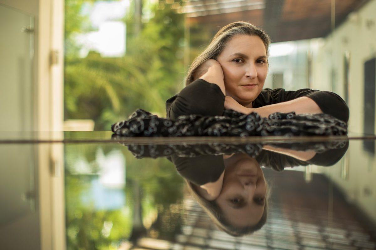 Canta autora nicaragüense Katia Cardenal canta en Gracias, Lempira