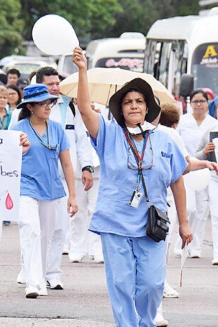 Abundancia de médicos desempleados, pero carencia en los hospitales
