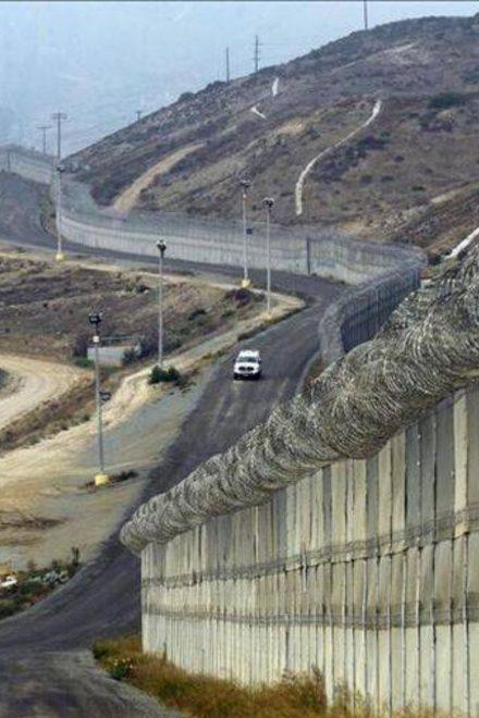 Jueza pone obstáculos a fondos para muro fronterizo