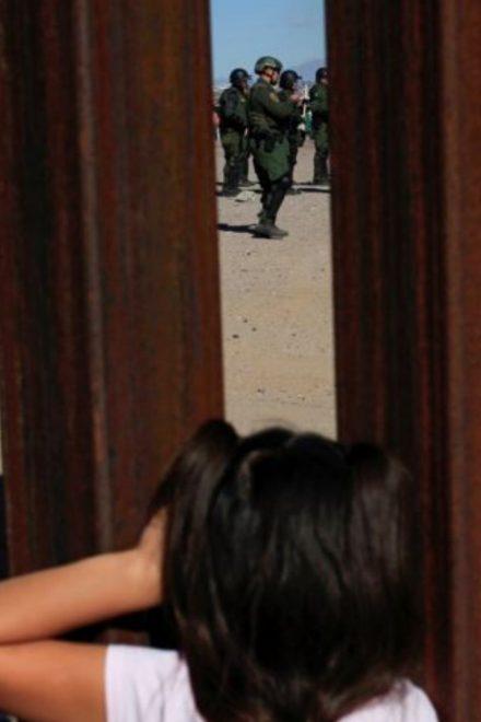 Juez declara a gobierno de EE.UU. en desacato por deportados