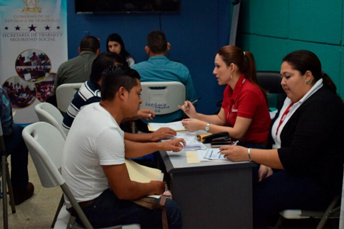 Casi medio millón de hondureños son afectados por suspensiones laborales
