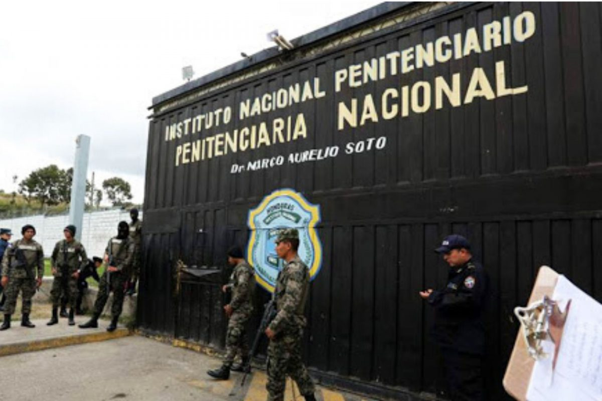 Alerta en centros penales por casos de COVID-19