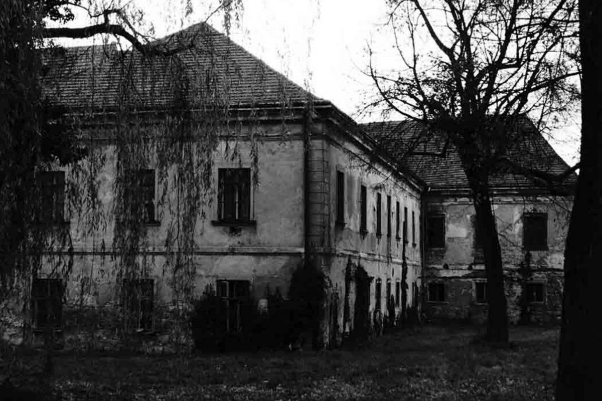 Encierran a personas en casas embrujadas si rompen cuarentena
