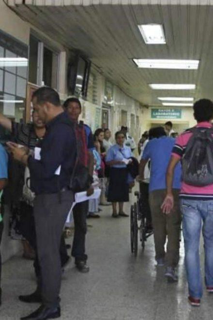 Hasta cinco adultos mayores llegan al IHSS con covid-19 diariamente