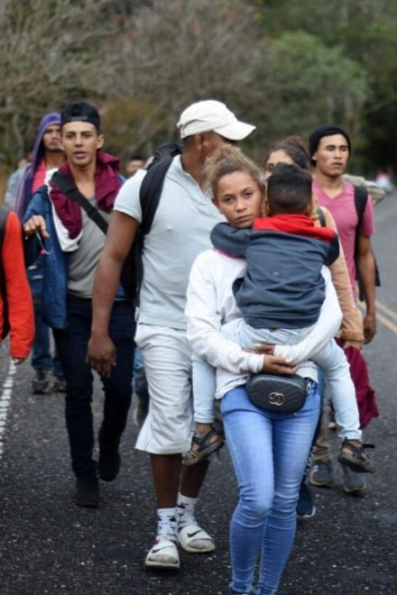 Traficantes de personas son primera opción para emigrar mientras que caravanas la última