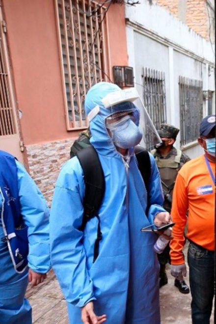 Para evitar que se saturen hospitales, continuan brigadas médicas en busca de casos de covid-19