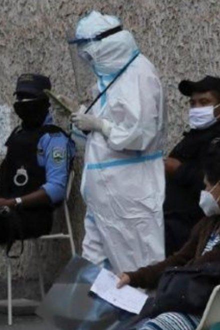 Cerca de dos mil trabajadores de salud se han contagiado de covid-19