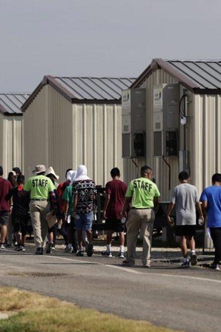 Mil empleados de centros de detención de migrantes positivos por covid-19 en EEUU
