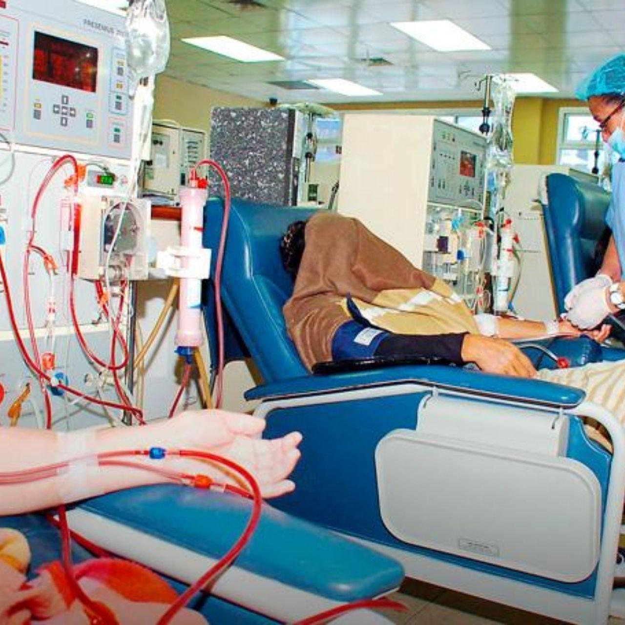 Al menos 10 pacientes renales fallecieron por falta de tratamiento