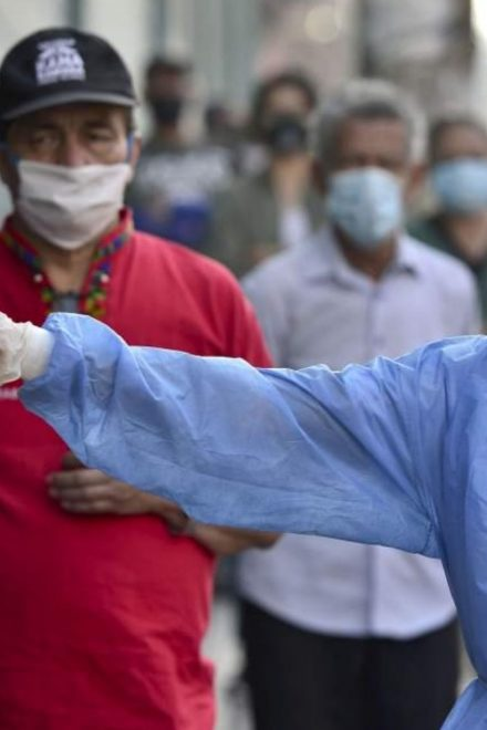 América Latina no debe reactivar economía sin antes lograr controlar pandemia, alerta Cepal y OPS