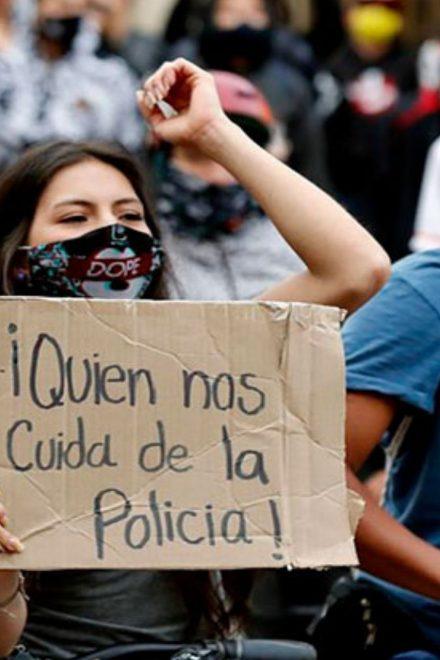 Gobierno en Colombia pide perdón por abusos policiales, mientras protestas continúan