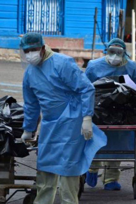 Funerarias registran más de cinco mil muertes por Covid-19 mientras Sinager dos mil