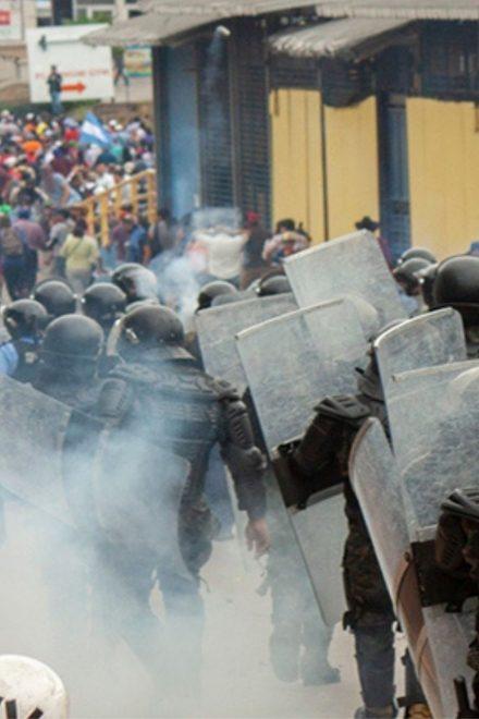"""""""Políticos con sentimiento militar son los que gobiernan el país"""": Esdras Amado López"""