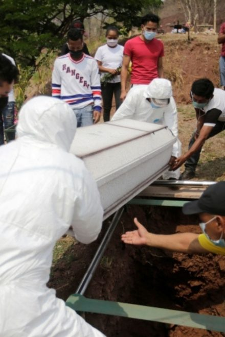 Funerarias reportan más de cinco mil muertes por Covid-19, Sinager solo dos mil