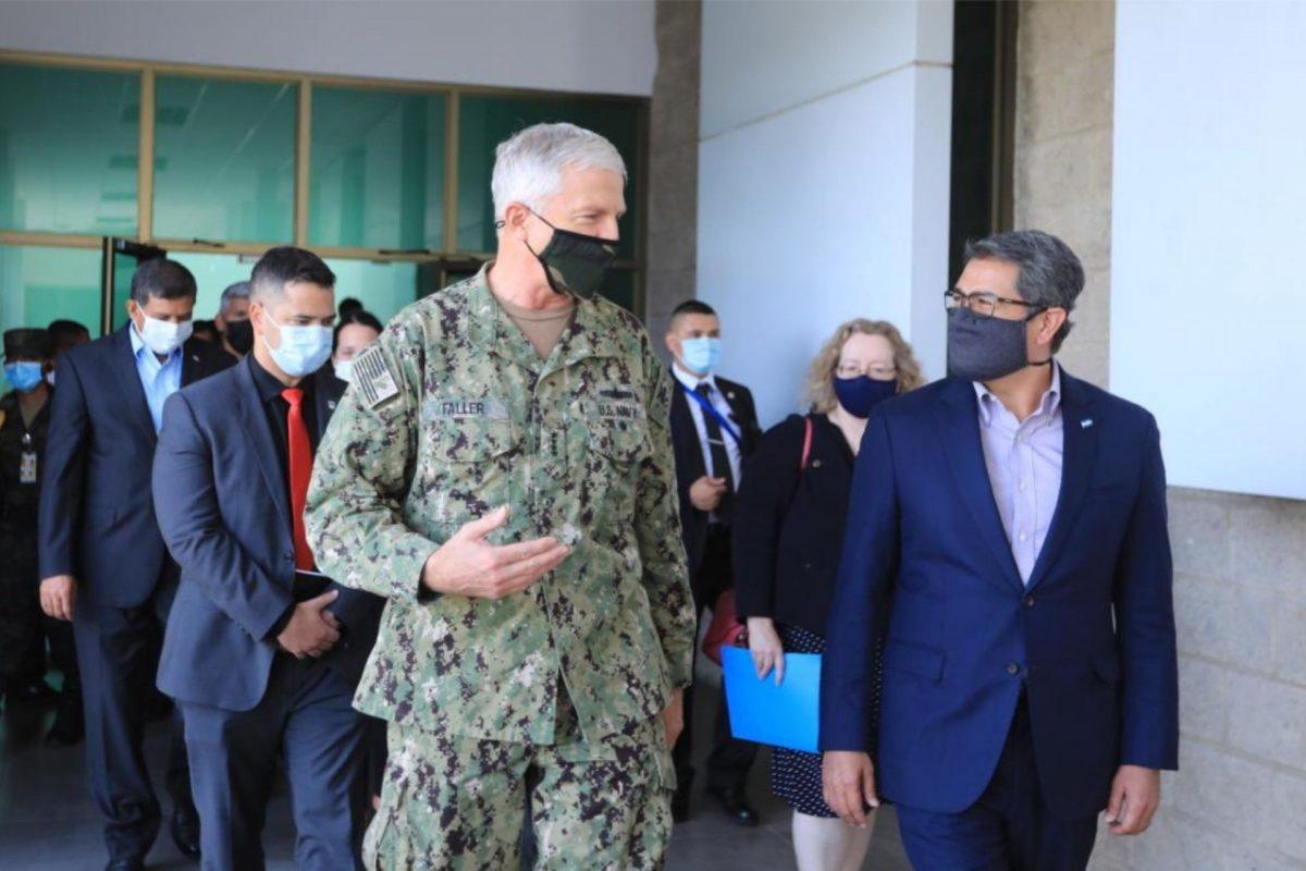 Jefe del Comando Sur evalúa logros de operación contra crimen organizado en Honduras