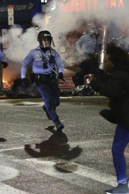 Más disturbios en Filadelfia tras muerte de hombre negro en tiroteo policial