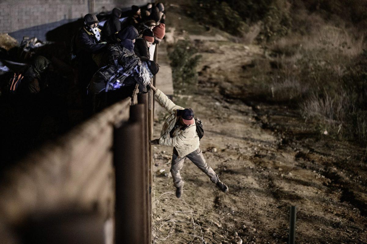 Gobierno de EE. UU. amplía capacidad de alojamiento para niños inmigrantes