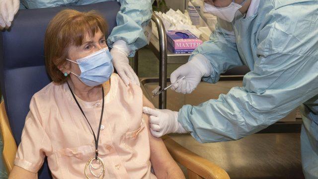 https://elpulso.hn/wp-content/uploads/2021/02/covid-19-vacuna-espana-supera-millon-dosis-administradas-5927-640x360.jpg