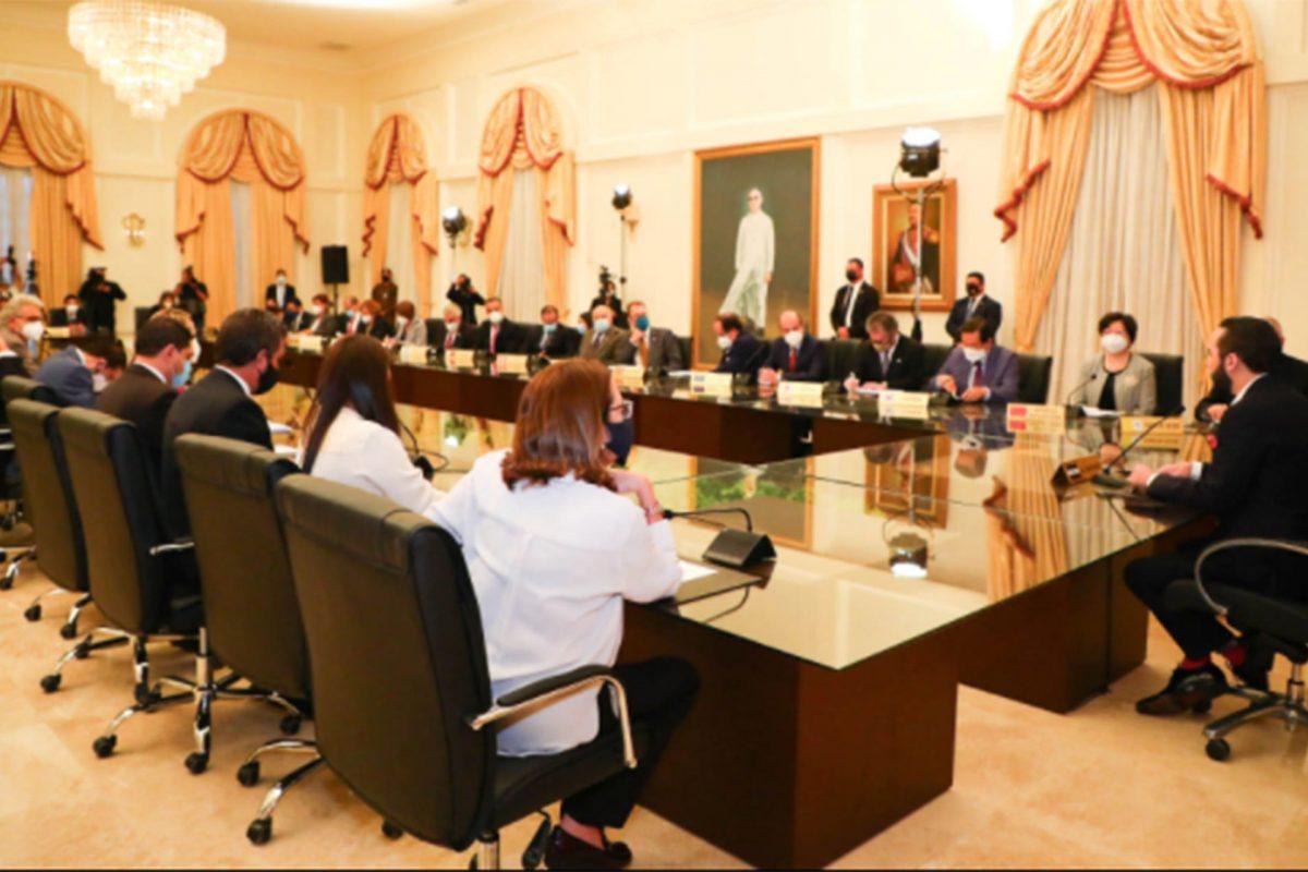 EE.UU. ausente de reunión de Bukele con diplomáticos tras condenas por destituciones