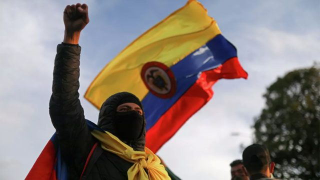 https://elpulso.hn/wp-content/uploads/2021/05/COLOMBIA-PROTESTAS-640x360.jpg