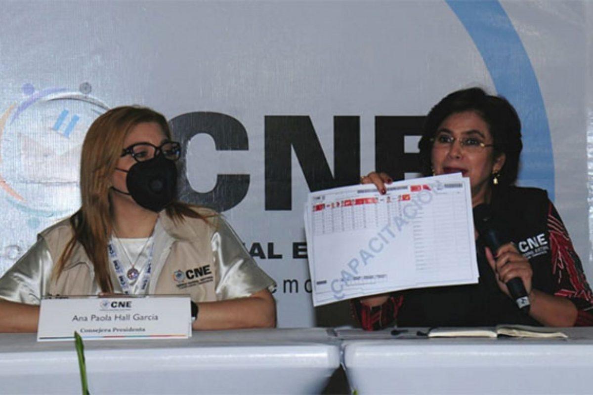 Hall y Moncada advierten que no guardarán silencio y no permitirán Ley Bozal