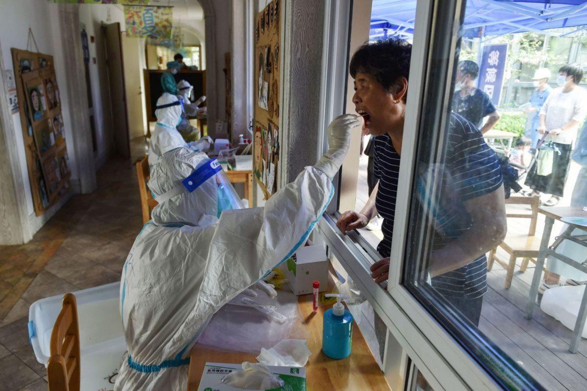 China confina a millones de personas ante rebrote de Covid-19