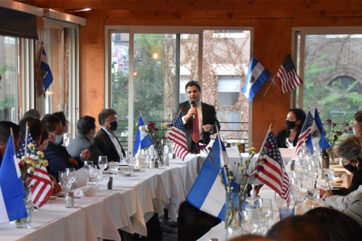 """EEUU promete diálogo y presión internacional por """"deterioro democrático"""" en El Salvador"""